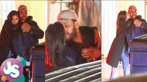 Selena Gomez & The Weeknd Kissing in Public – VIDEO